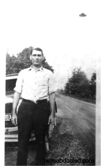 Impresionante OVNI fotografiado en Ohio, EE.UU. en el año 1932. Inicialmente se pensó que podía tratarse de una farola, sin embargo esa opción fue descartada, y hasta ahora no hay explicación.