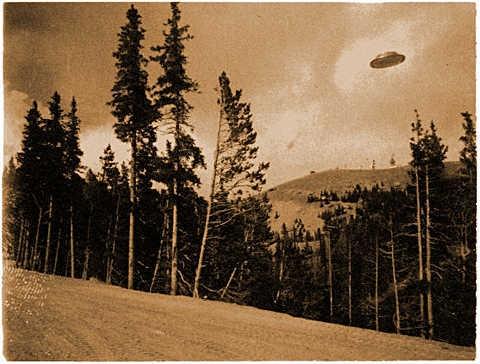 Fotografía de OVNI tomada en Cave Oregon, EE.UU. en el año 1927.