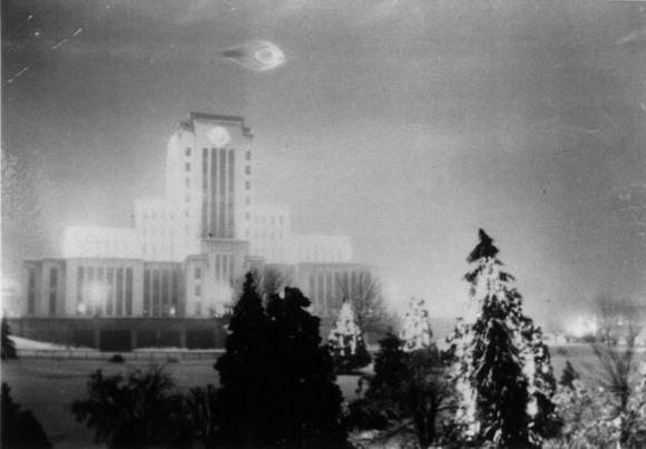 OVNI fotografiado sobre Canadá en el año 1937.