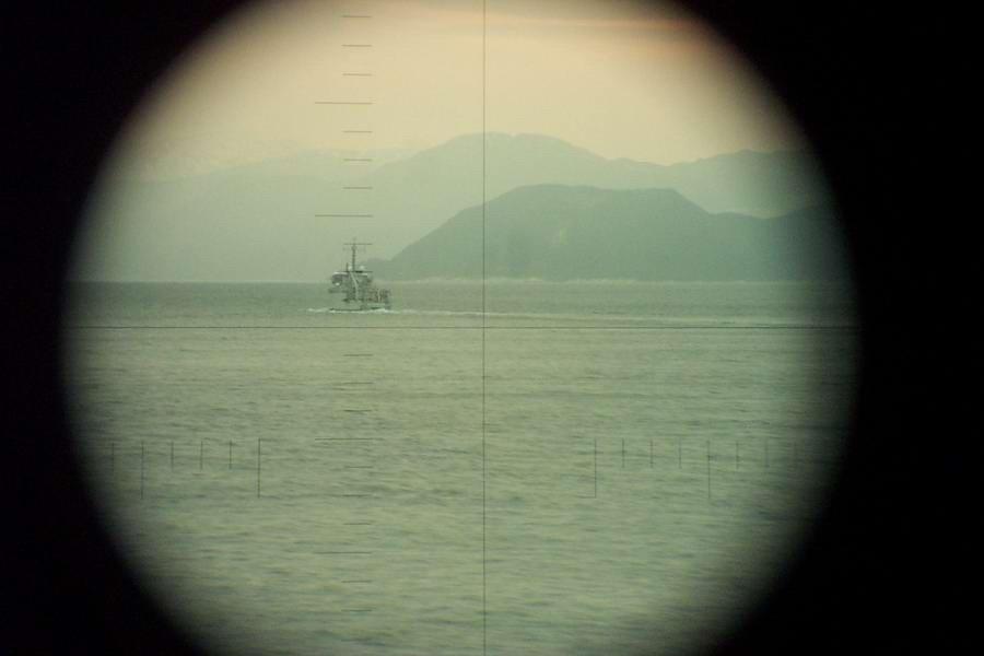 Mercuur visto a través del periscopio de Dolfijn. Noruega, entre el 5 y el 07 de abril de 2003. Como la mayoría de los tomas de periscopio, esta foto está hecha con una cámara digital estándar que se coloca delante del ocular del alcance. (Foto: sitio web oficial © Dolfijn).