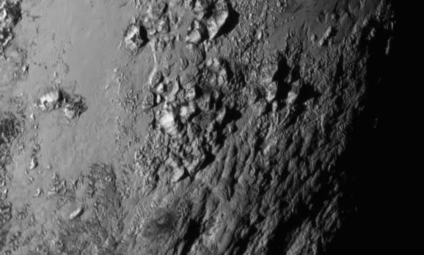 Las montañas de Plutón se elevan hasta 3.500 metros sobre la superficie.