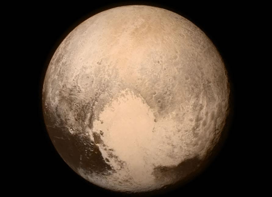 Una de las imágenes finales tomadas antes Nuevos Horizontes hizo su máxima aproximación a Plutón el 14 de julio de 2015.