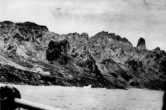 Fotografía tomada el  16 de enero de 1958 en la isla Trindade , Brasil. Muchos miembros de una tripulación vieron el objeto moverse en el cielo. Crédito: STUDIOVNI