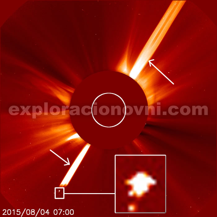 Se produce una gran erupción solar. La anomalía se encuentra en la misma dirección de la erupción.