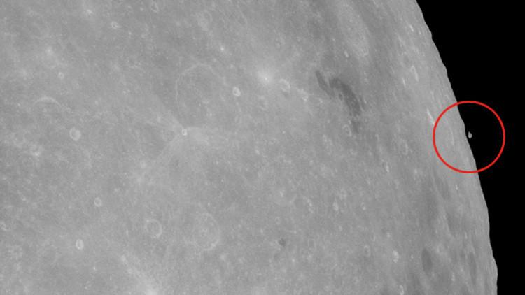 ¿Un pedazo de la Luna flotando?