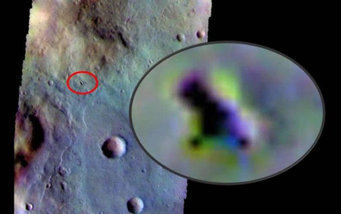Se viene especulando que esto podría tratarse de un OVNI sobre la superficie de Marte.