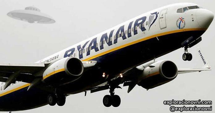 OVNI: Un avión de Ryanair tuvo que posponer su aterrizaje luego de descubrirse un objeto volador no identificado.