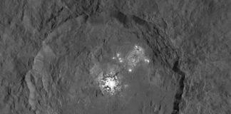 Imagen de Occator obtenida con dos exposiciones diferentes en la órbita HAMO.