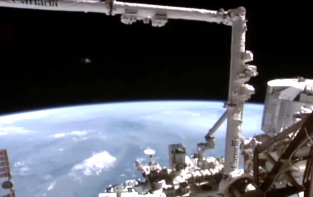 Imagen 1. OVNI cerca de la ISS.