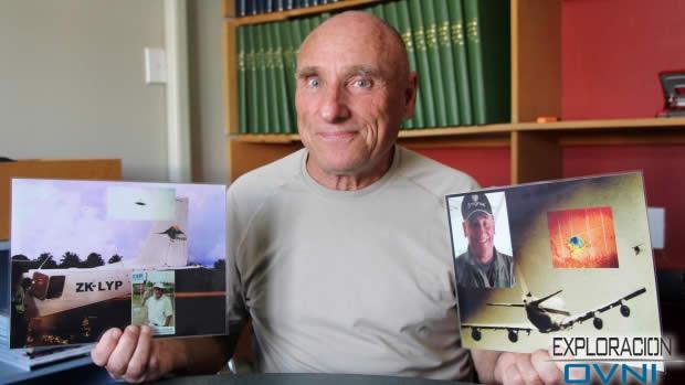Daniel Ubertini con su fotografía OVNI tomada en Tonga en 2009 (izquierda), y su otra fotografía lograda en 1977 en la isla de Reunión.