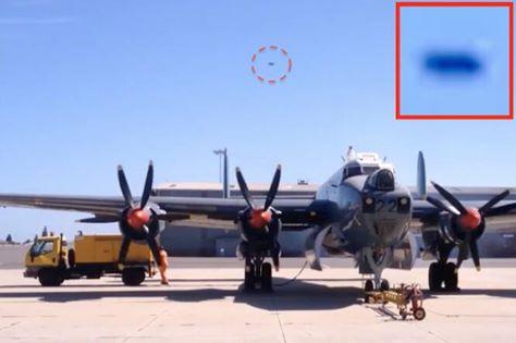 Testigo afirma haber grabado un OVNI sobre una base de la Fuerza Aérea en Cape Town, Sudáfrica.