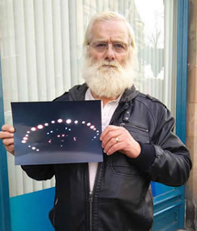 John Macdonald afirma haber visto un OVNI de cerca y fotografiarlo.