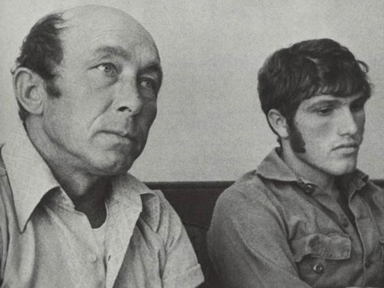 A la izquierda, Charlie Parker con cuarenta y dos años. A la izquierda, Calvin Parker con diecinueve años. Esta fotografía fue tomada dos semanas después de la abducción, a finales de Octubre de 1973.